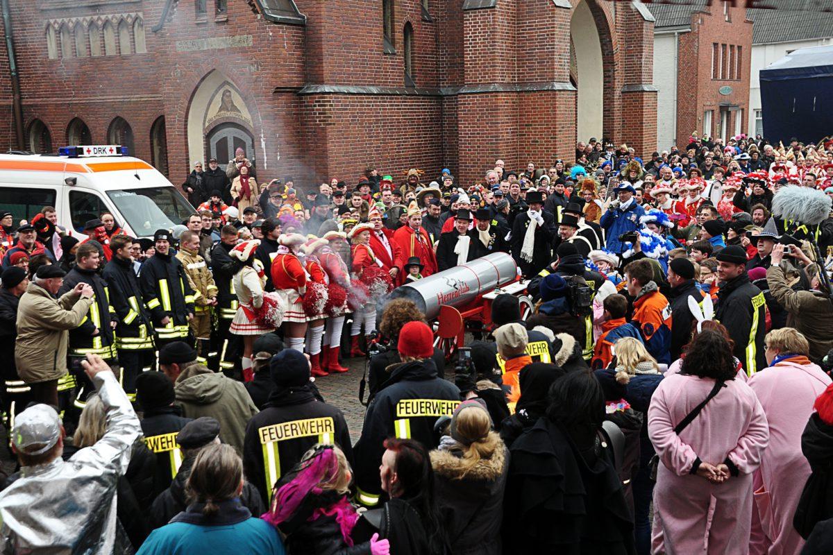 Karneval - das Rathaus in Marne wird gestürmt
