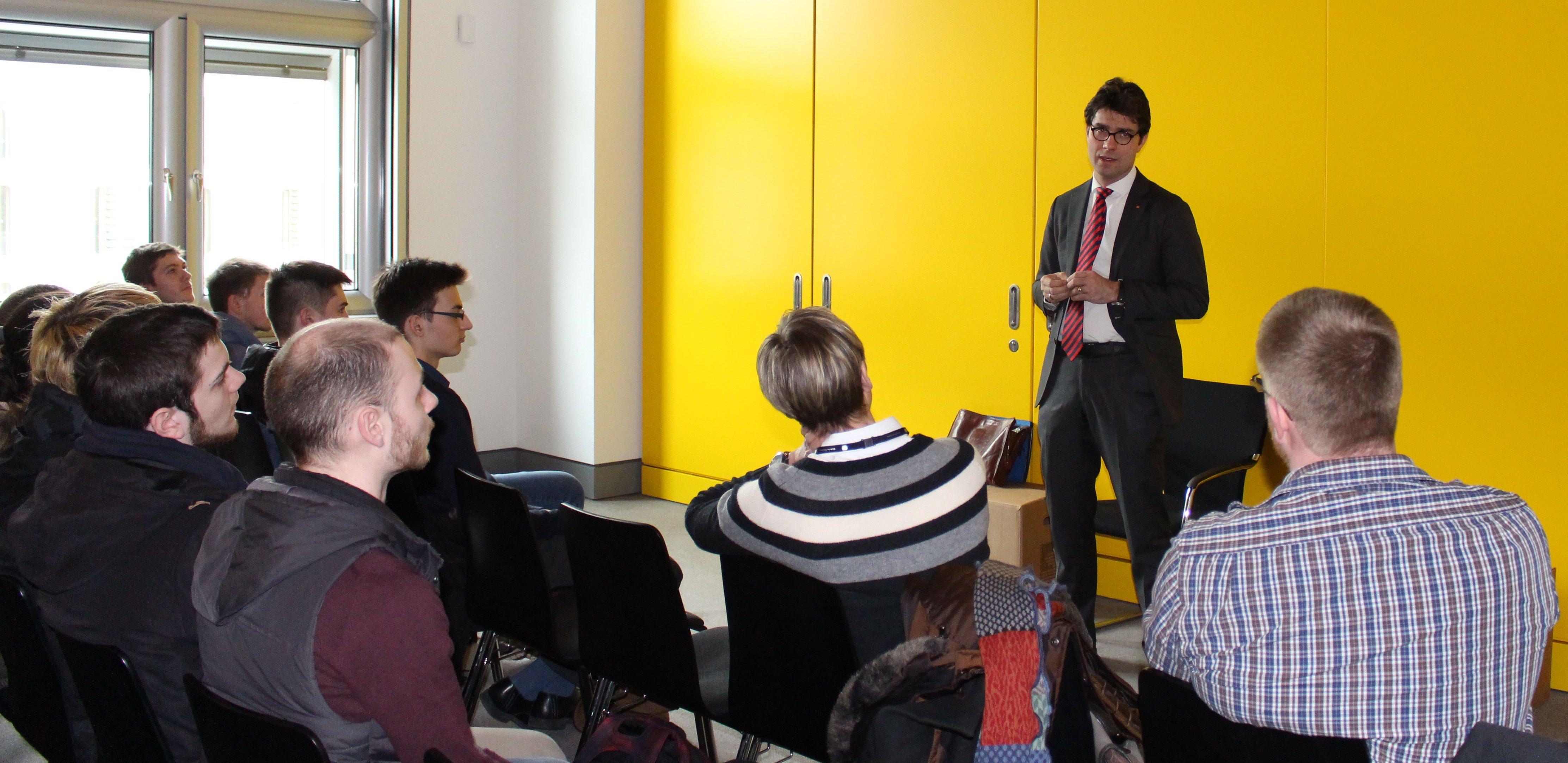 Diskussionsrunde mit der Klasse des rbz Steinburg