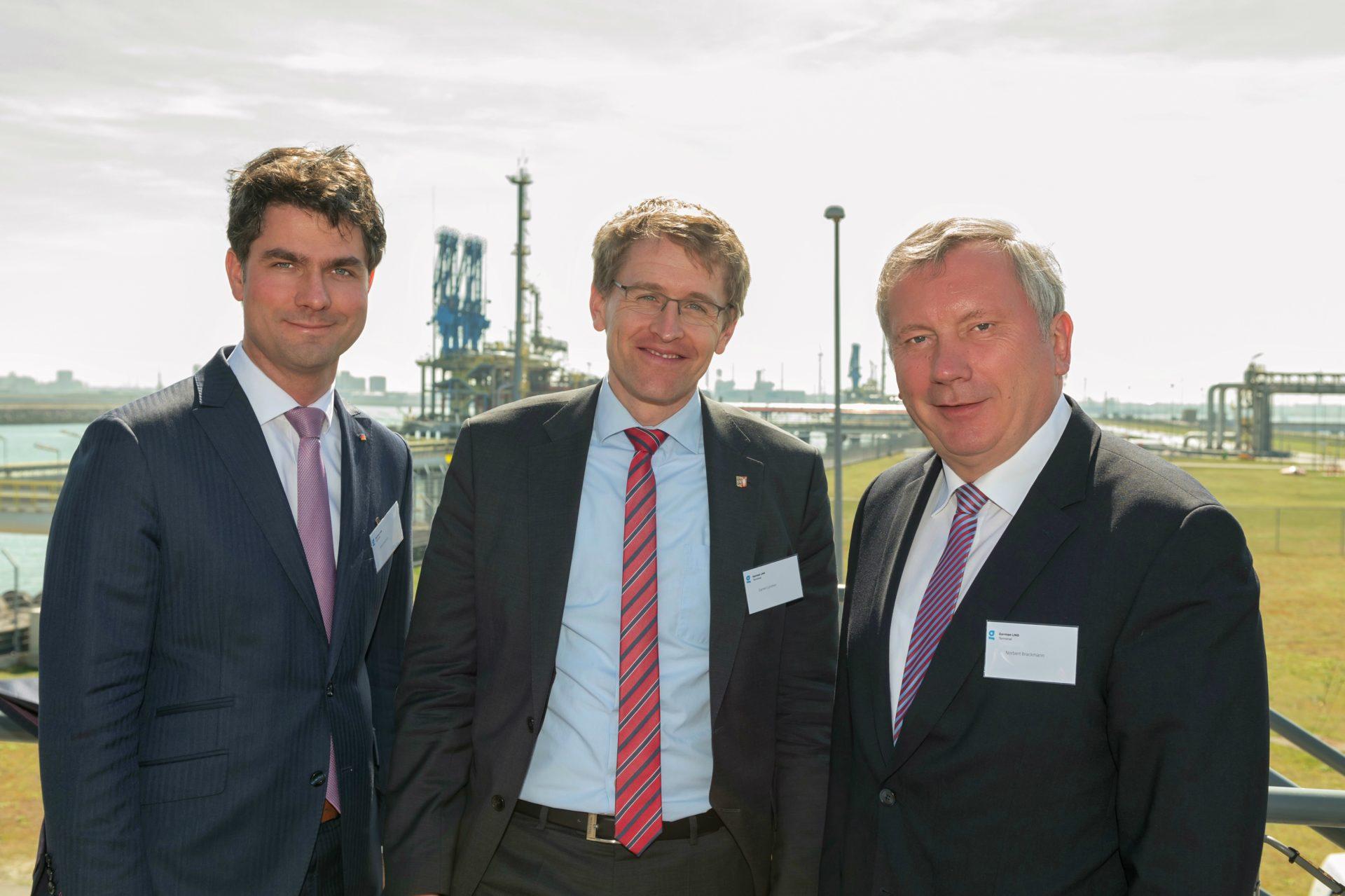 Mark Helfrich, Daniel Günther und Norbert Brackmann beim LNG-Terminal in Rotterdam - Foto Paul Martens