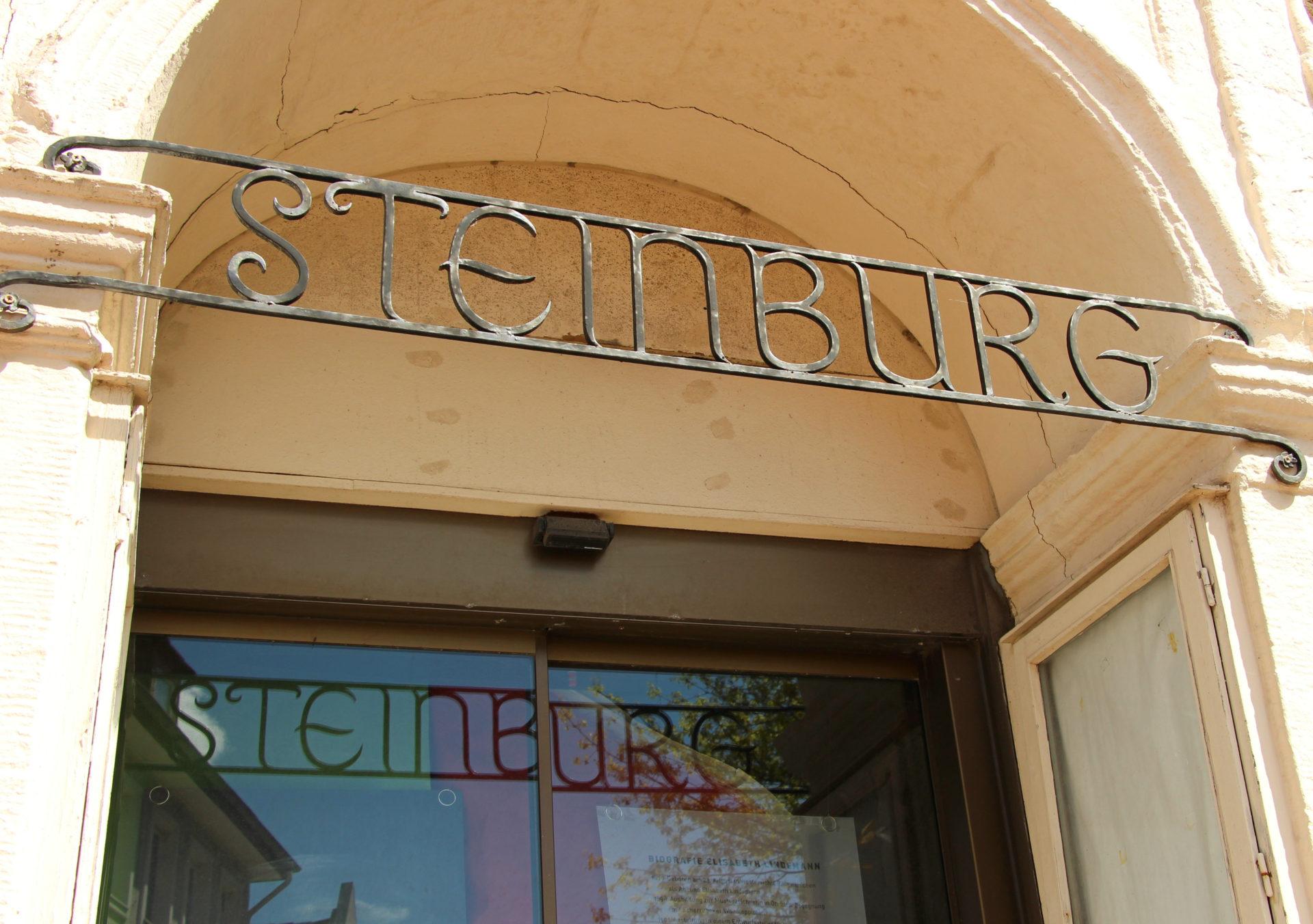 Steinburg Eingangsschild